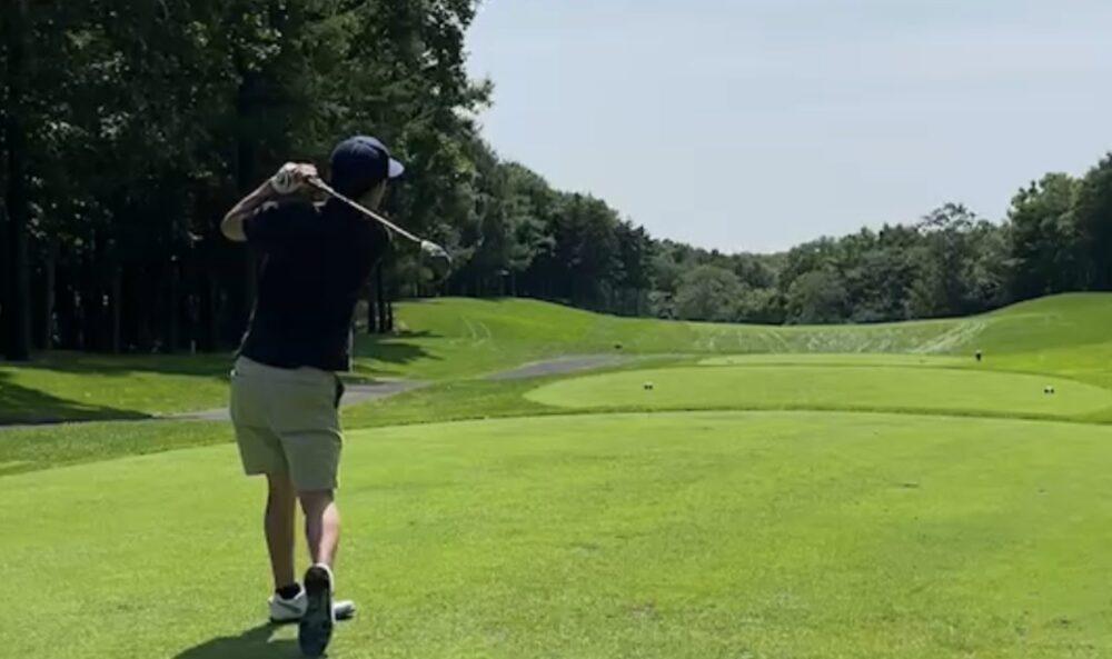 ゴルフのショットのシーン